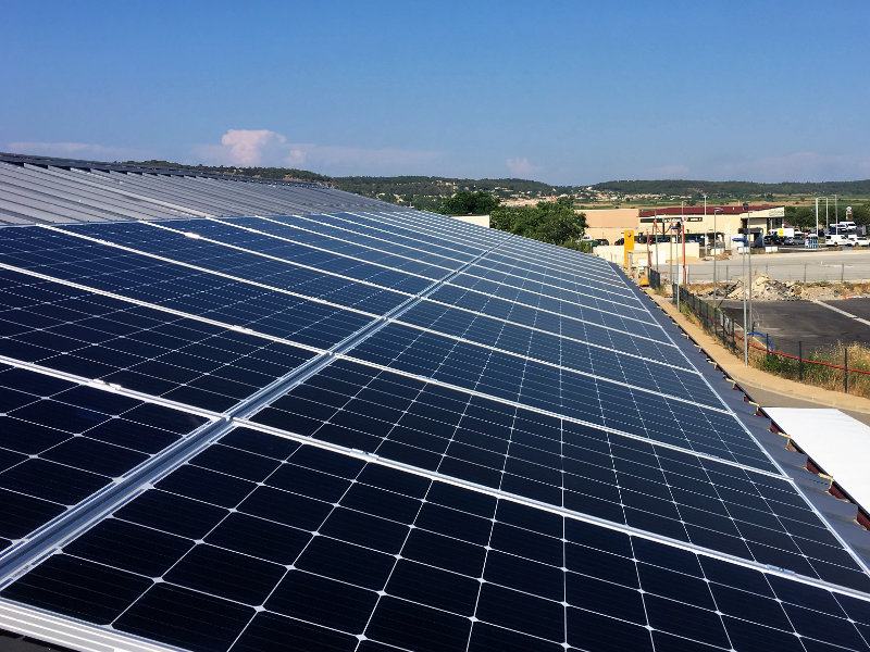 Des panneaux photovoltaïques au soleil